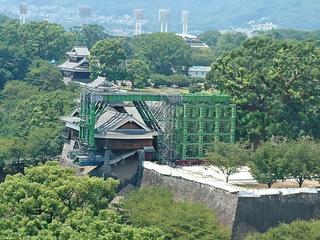 2016年8月12日、熊本市役所展望ロビー14階から撮影した熊本城.jpg